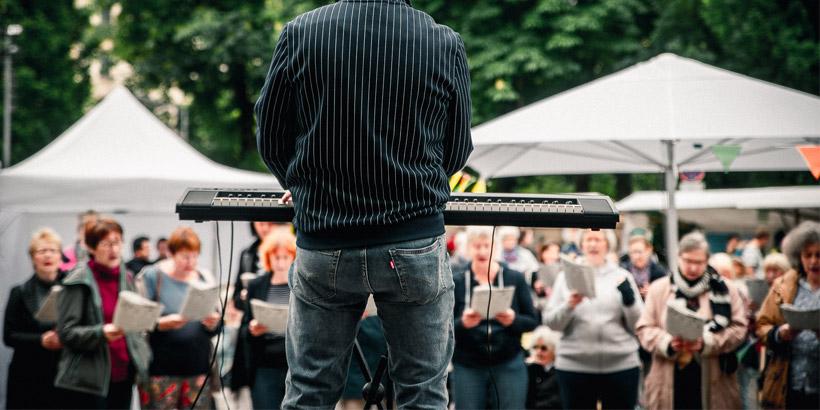 Samstags 13-14:30 Uhr - Sing mit! im Rathaus Schöneberg